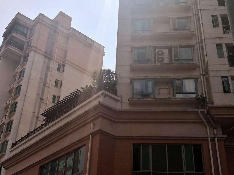 东方公寓外墙无机涂料使用18年